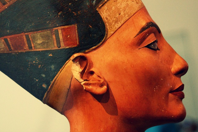 queen Nefertiti profile